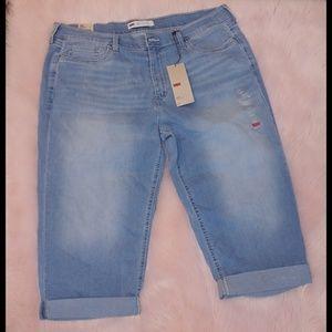 Levi's 515 light wash Capri cropped jeans nwt
